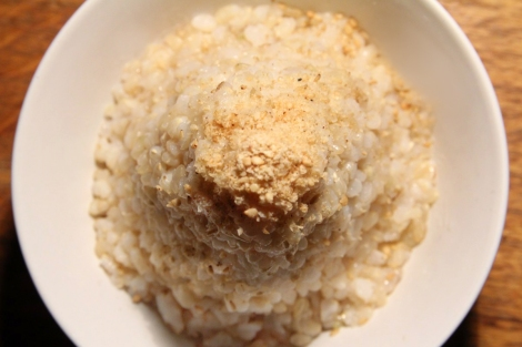 Brown rice with Gomachio.